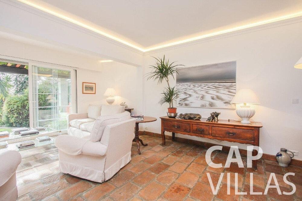 let Villa Protea villefranche living area