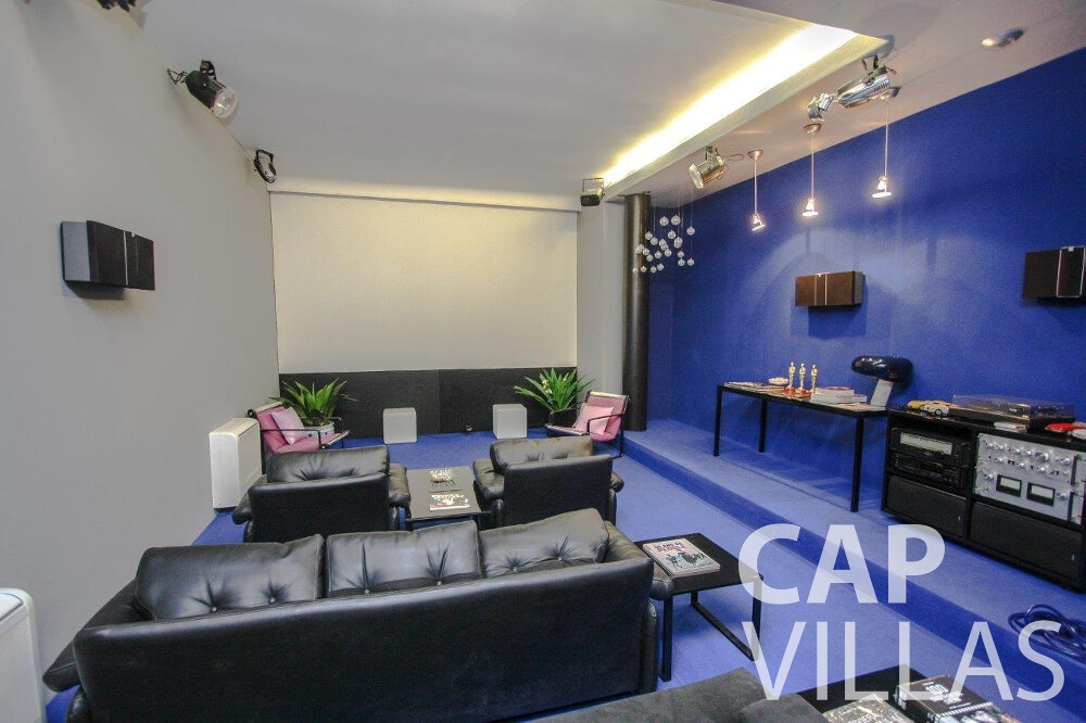 holiday house for sale cap dail entertainment room