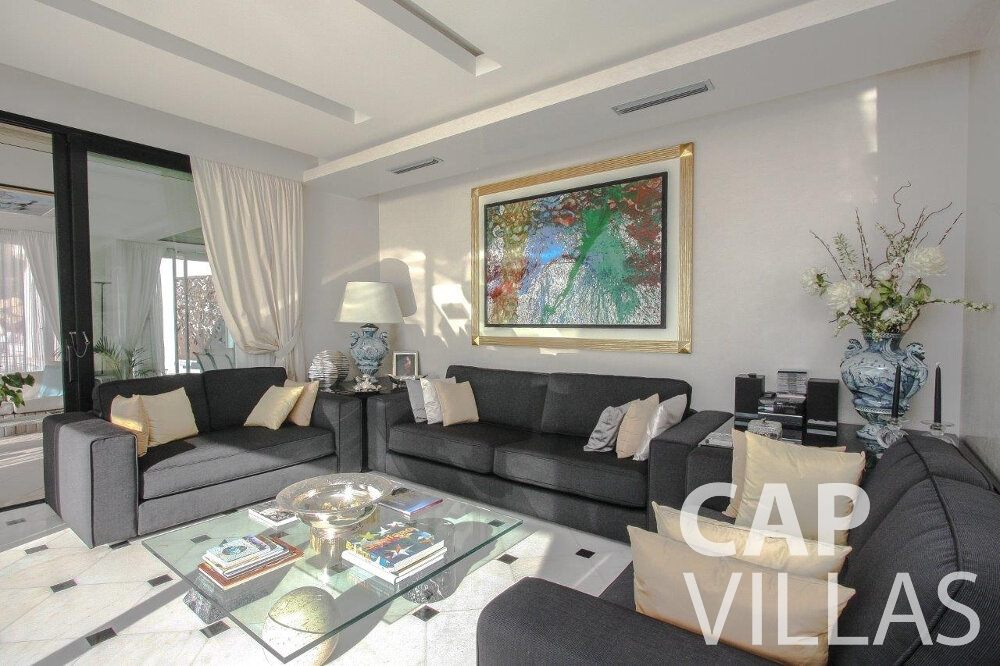 villa for sale cap dail living room