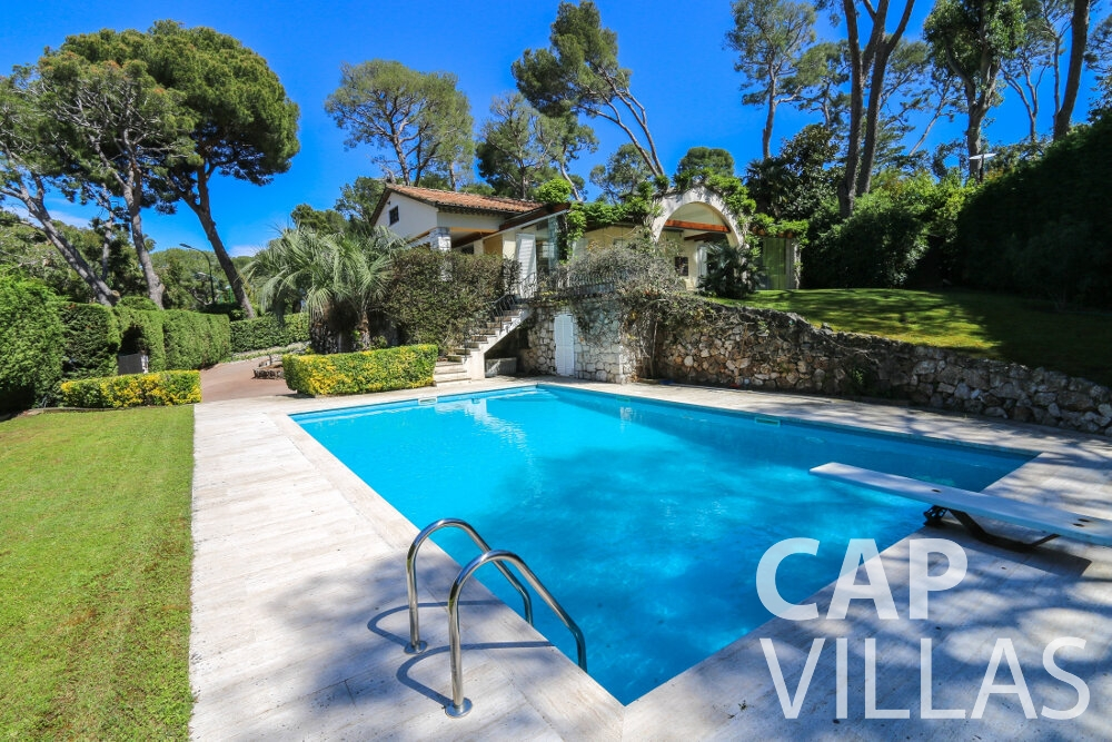holiday house for sale cap ferrat swimming pool