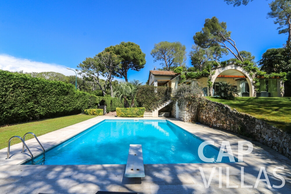 villa for sale cap ferrat swimming pool