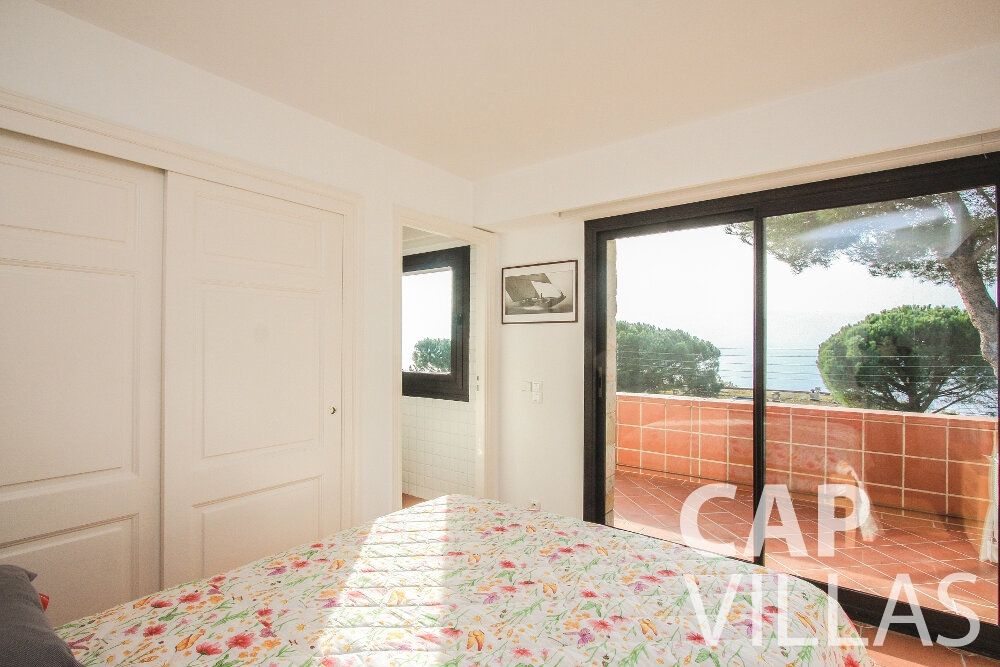 let Villa Cedar cap martin roquebrune bedroom