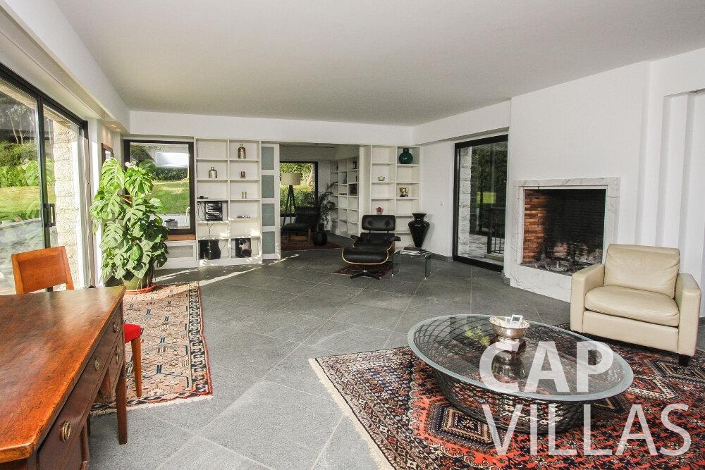 let Villa Cedar cap martin roquebrune living room