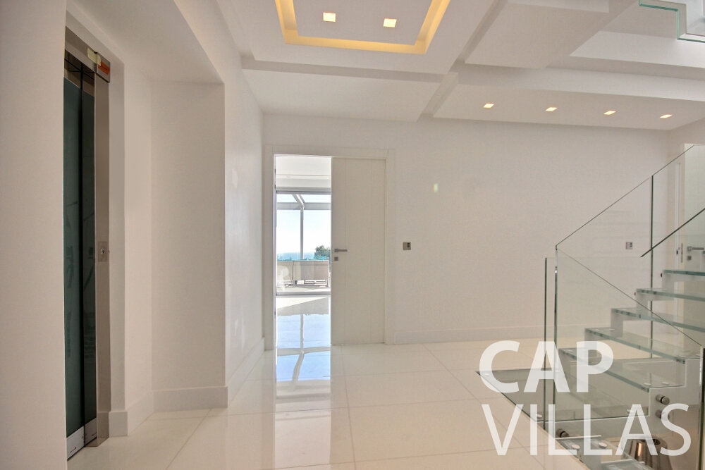 holiday rental Villa Calla eze hallway