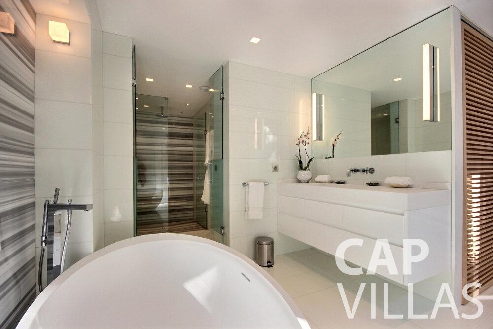let Villa Calla eze batoom
