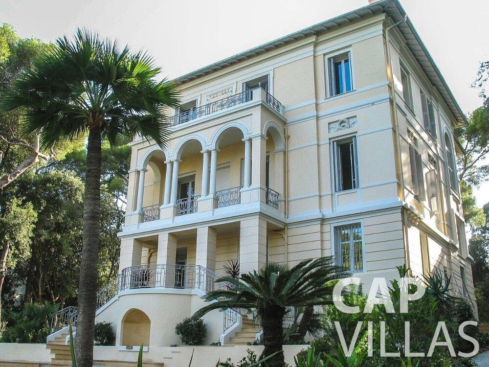 let Villa Linnea eze property
