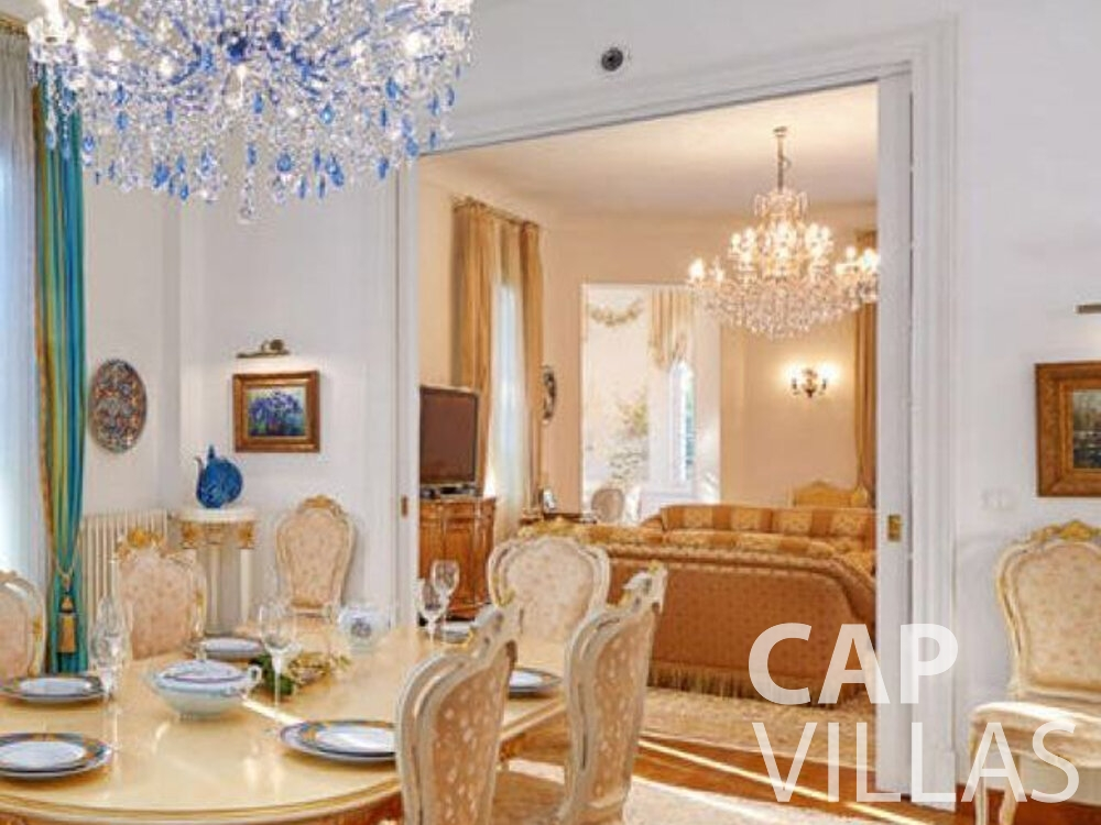 rent Villa Linnea eze dining area