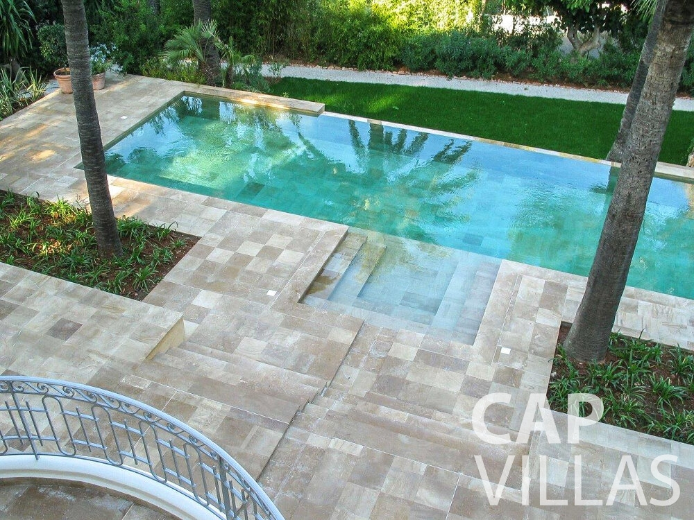 rent Villa Linnea eze swimming pool