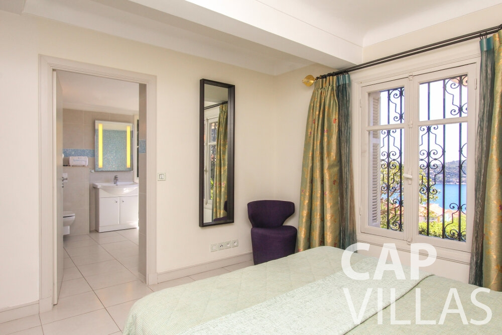 let Villa Sunflower villefranche bedroom