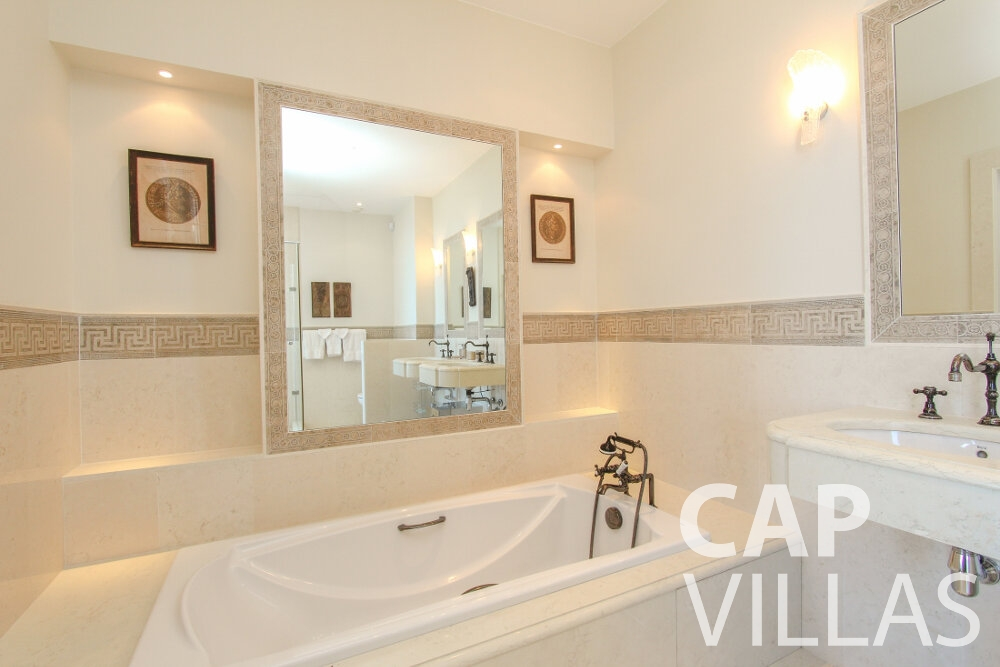 rent Villa Sunflower villefranche batoom