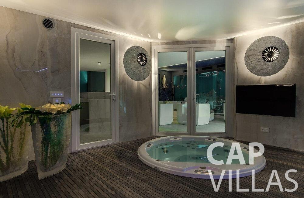 rent Villa Anemone cap dail jacuzzi
