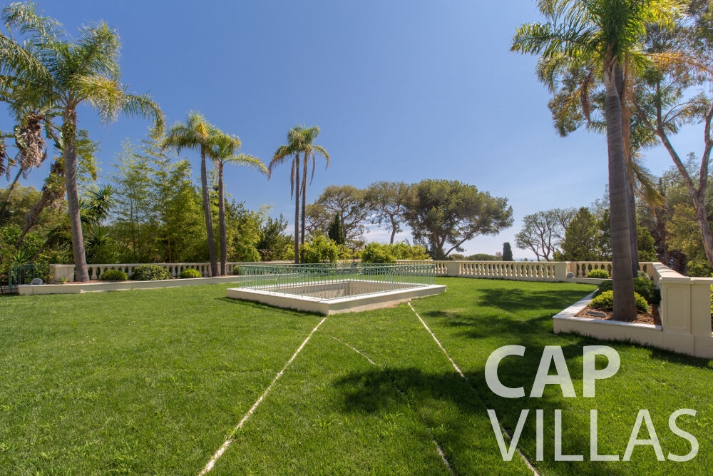 villa for sale cap ferrat backyard