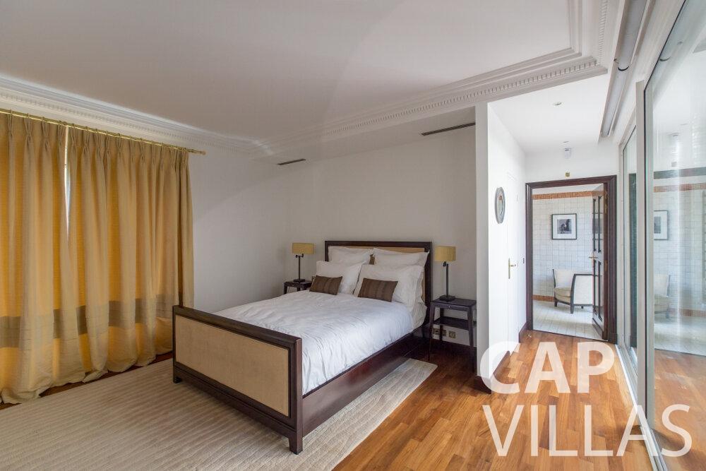 villa for sale cap ferrat bedroom