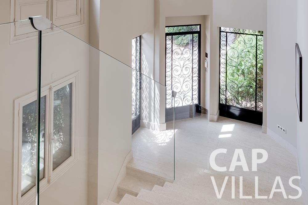 let Villa Anna anna cap martin roquebrune corridor