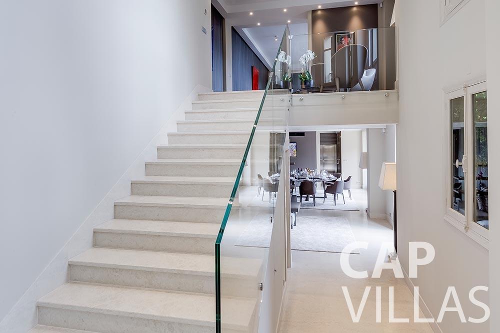 rent Villa Anna anna cap martin roquebrune corridor
