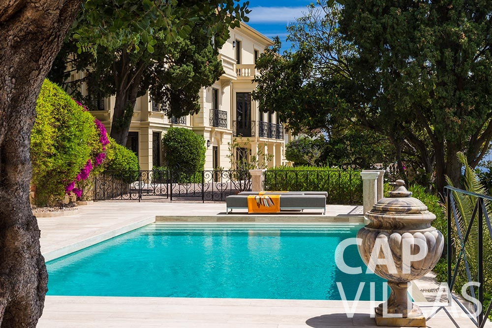 rent Villa Anna anna cap martin roquebrune swimming pool