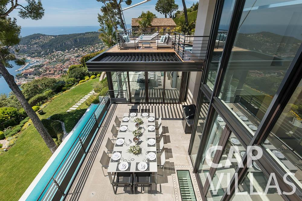rent let villefranche sur mer Villa Bayview bayview terrace dining area