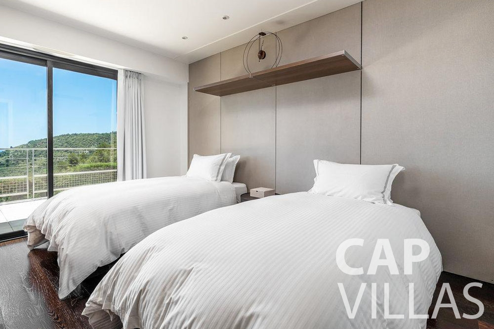 let Villa Bella bella saint laurent d eze bedroom