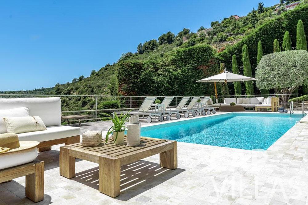 rent Villa Bella bella saint laurent d Eze swimming pool