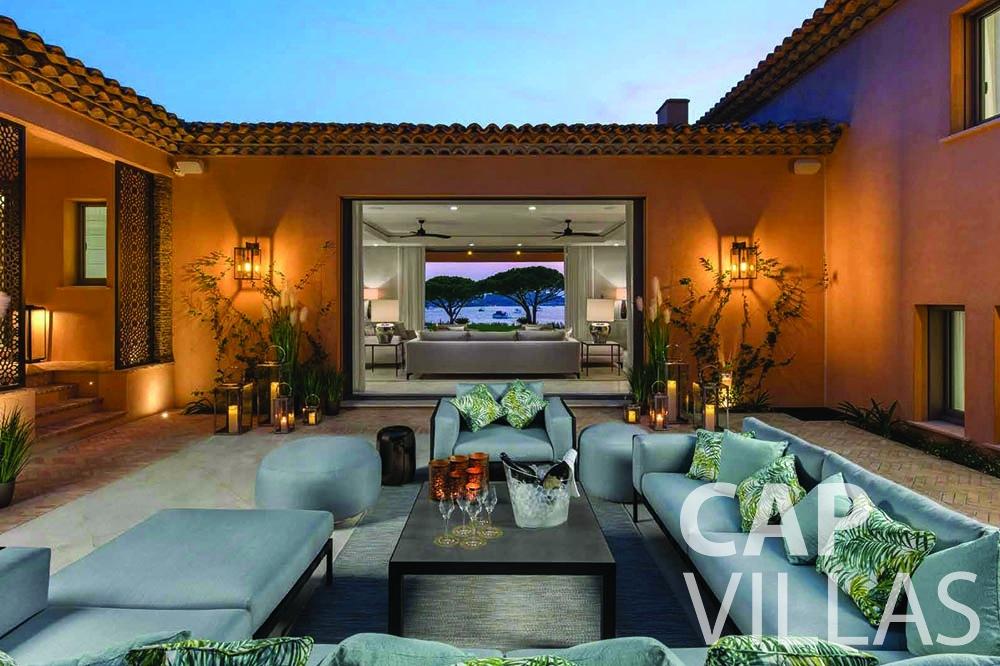 rent Villa Bellevue bellevue villefranche sur mer inner patio