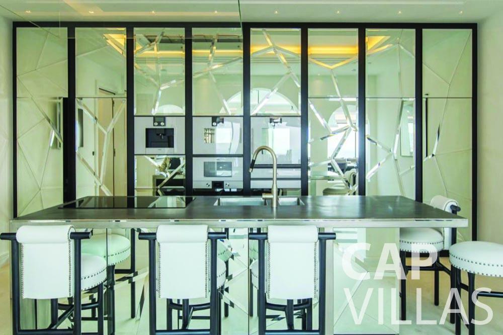rent Villa Bellevue bellevue villefranche sur mer kitchen dining area