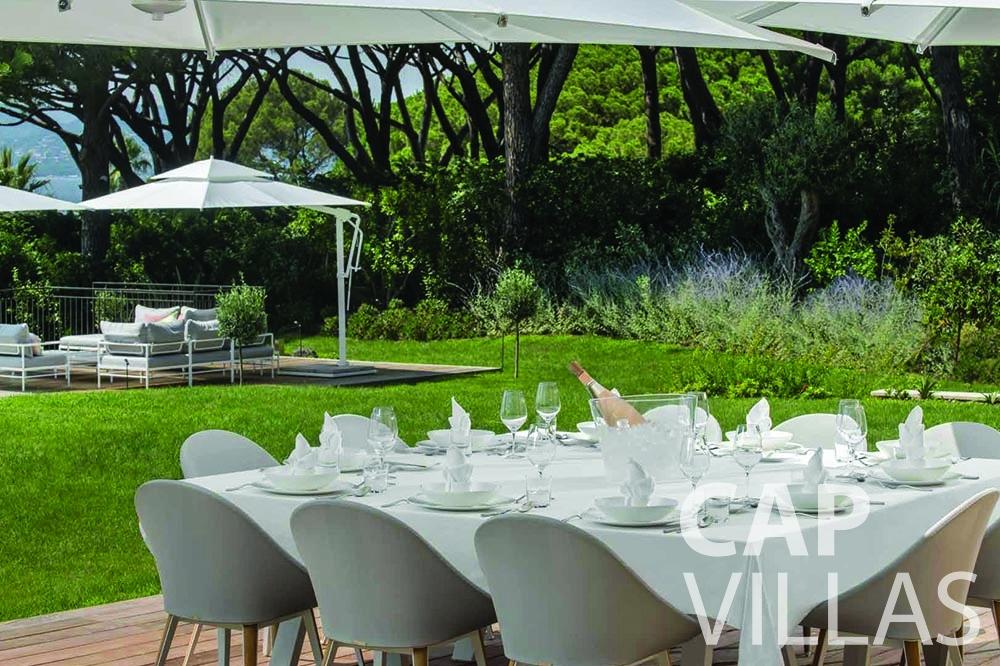 rent Villa Bellevue bellevue villefranche sur mer outdoor dining area