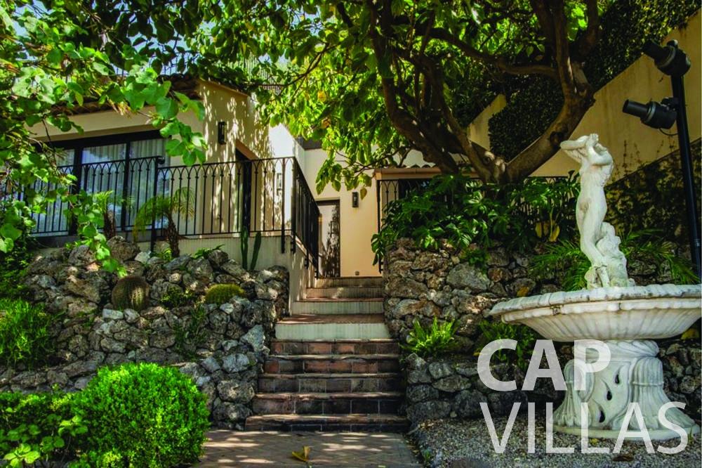rent Villa Bellevue bellevue villefranche sur mer path garden