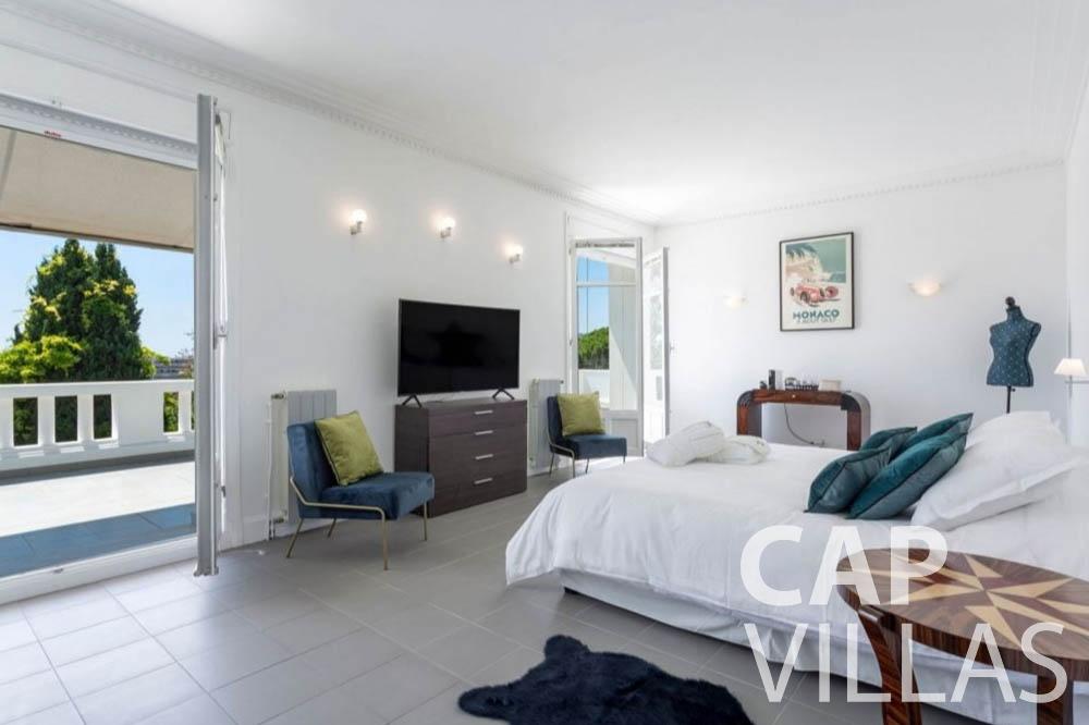 Villa Bianca for let cap dantibes bianca master bedroom