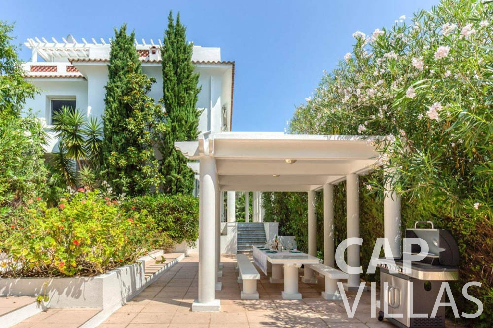 Villa Bianca for let cap dantibes bianca pool view