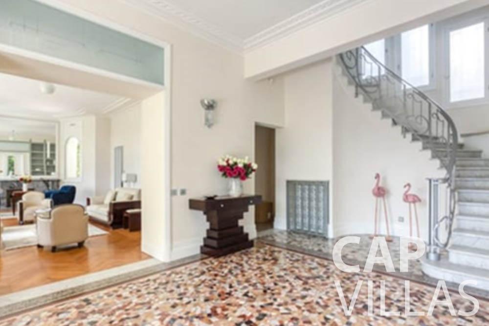 Villa Bianca for rent cap antibes bianca entrance room
