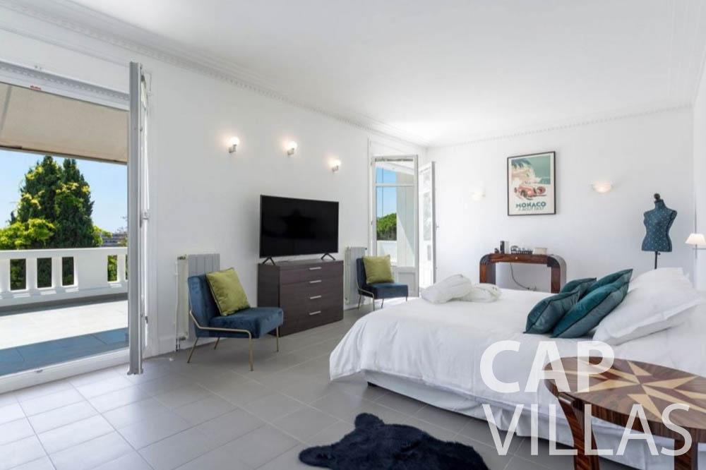 Villa Bianca for rent cap dantibes bianca master bedroom