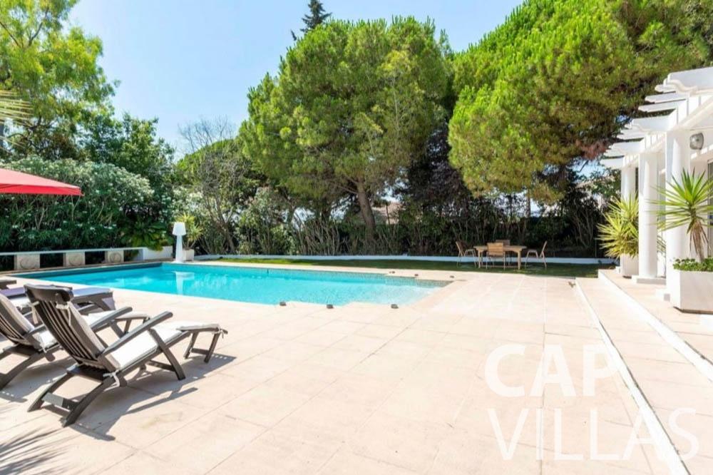 Villa Bianca for rent cap dantibes bianca pool area