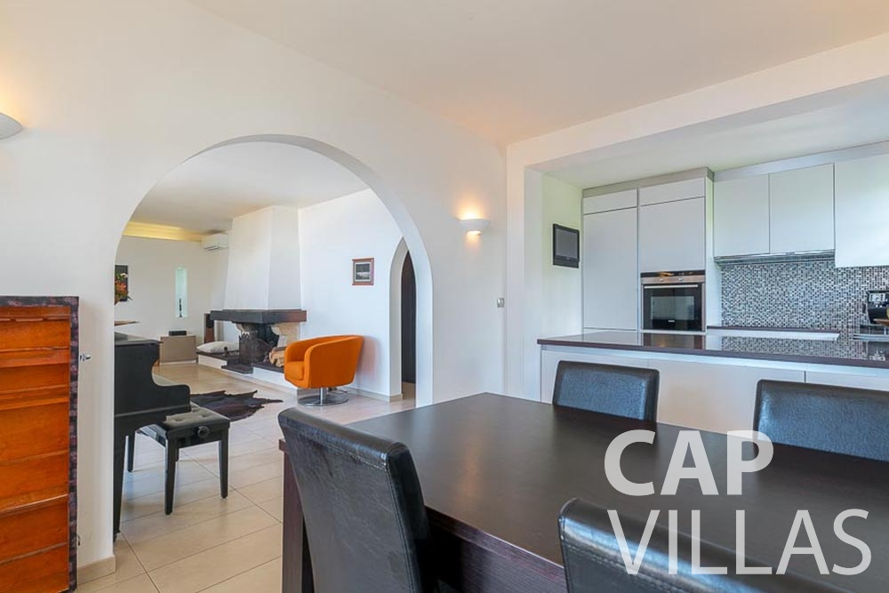 villa for let roquebrune cap martin bonna kitchen dining area