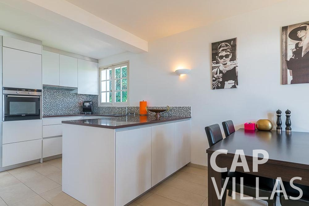 villa for rent roquebrune cap martin bonna kitchen