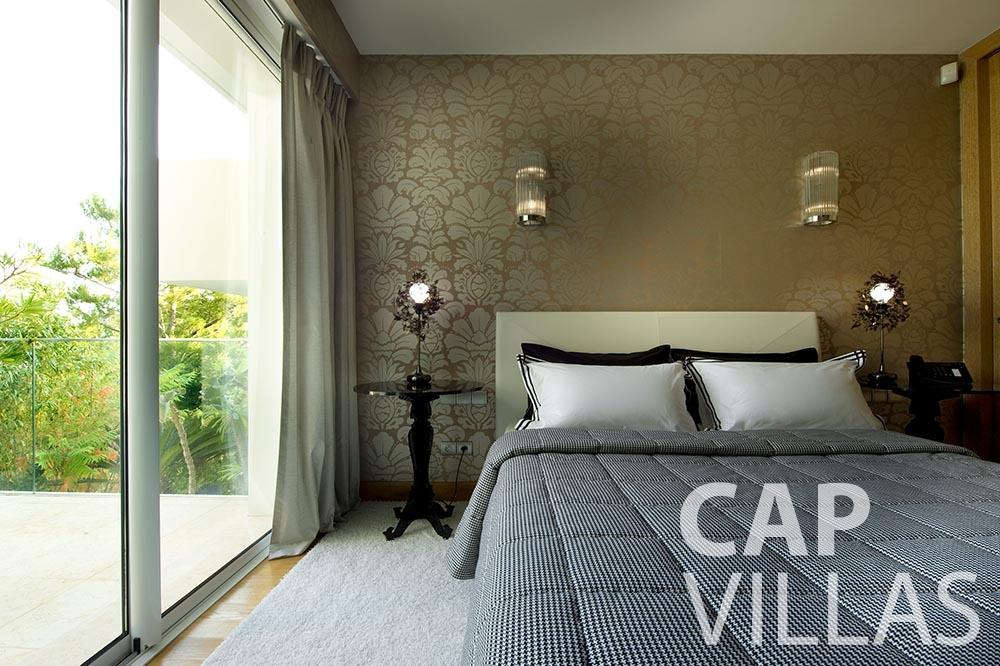 let Villa Coco cview saint jean cap ferrat bedroom