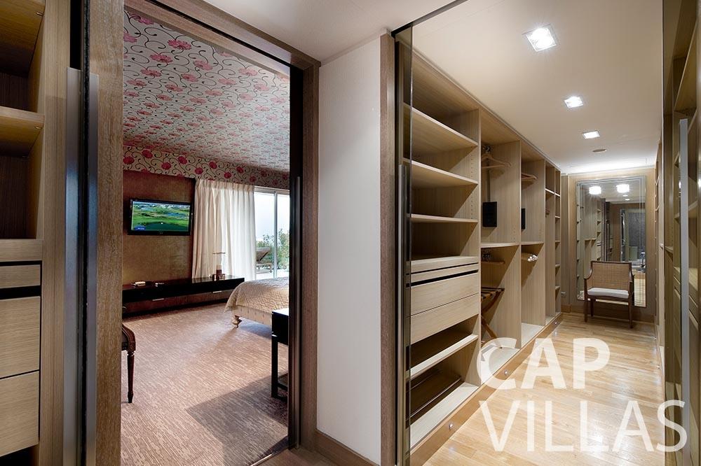 rent Villa Coco cview saint jean cap ferrat closet
