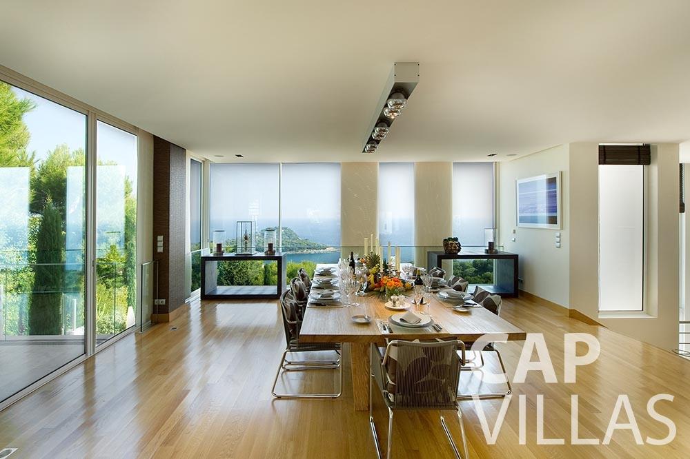 rent Villa Coco cview saint jean cap ferrat dining area
