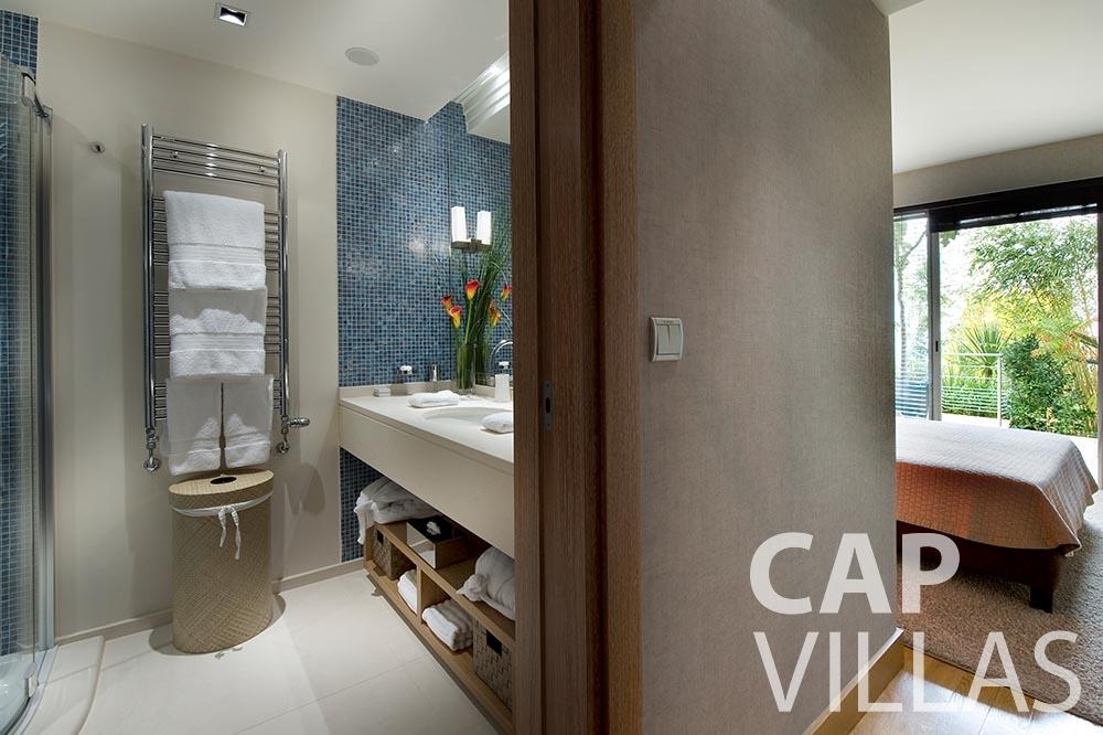 rent Villa Coco cview saint jean cap ferrat ensuite bedroom
