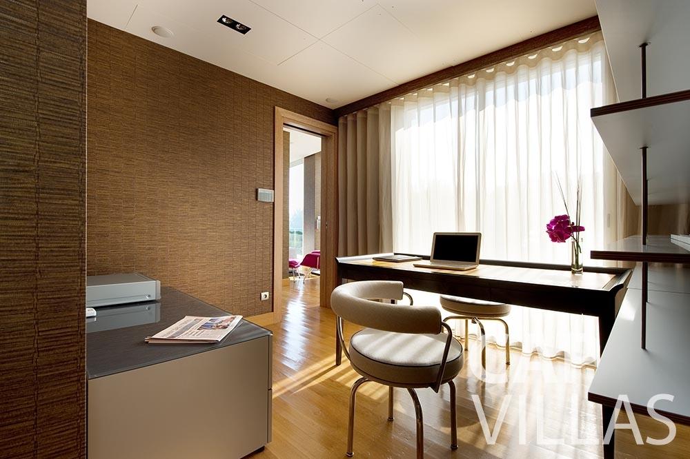 rent Villa Coco cview saint jean cap ferrat office room