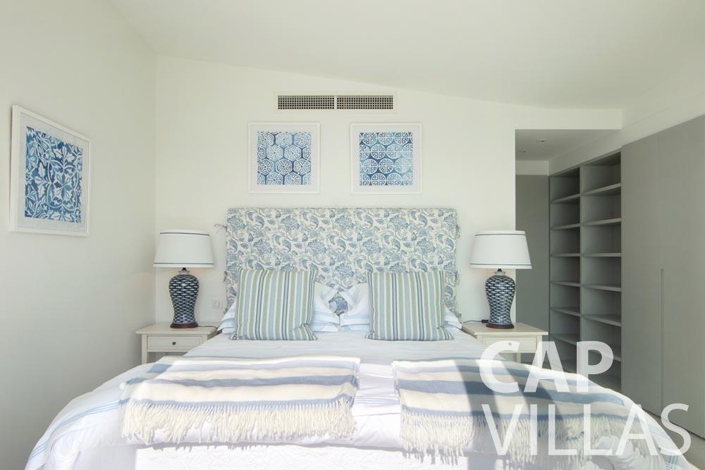 let Villa Emma roquebrune cap martin emma bedroom
