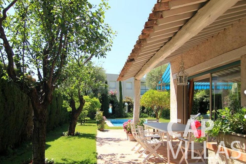 Villa Fabrizia for rent cap d antibes fabrizia outdoor dining area