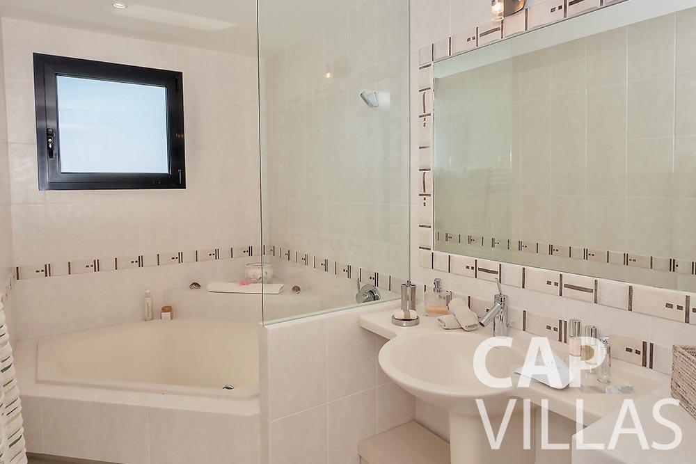 rent Villa Grazioli eze sur mer grazioli batoom