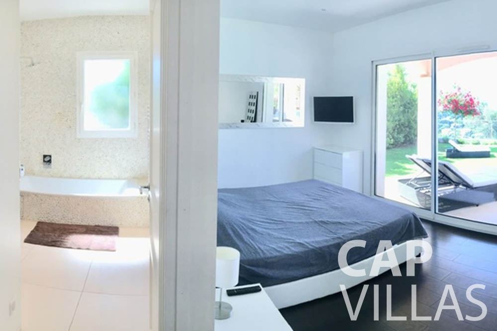 Villa Hortensia for rent roquebrune cap martin hortensia ensuite bedroom