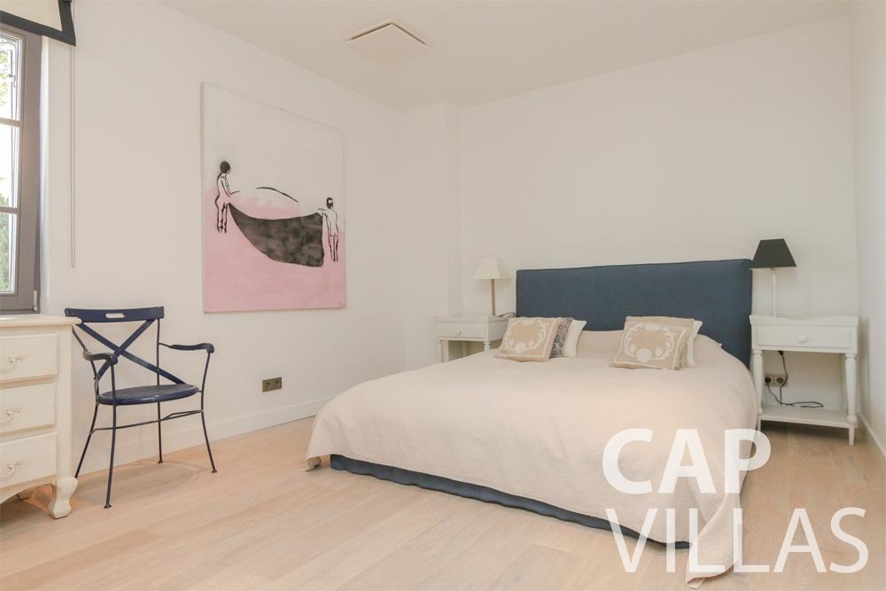 let Villa Hyacinth villefranche bedroom