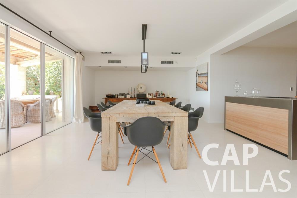 rent Villa Hyacinth villefranche dining area