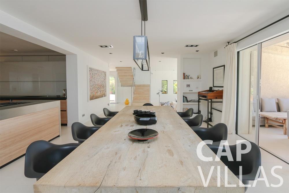 rent Villa Hyacinth villefranche dining room