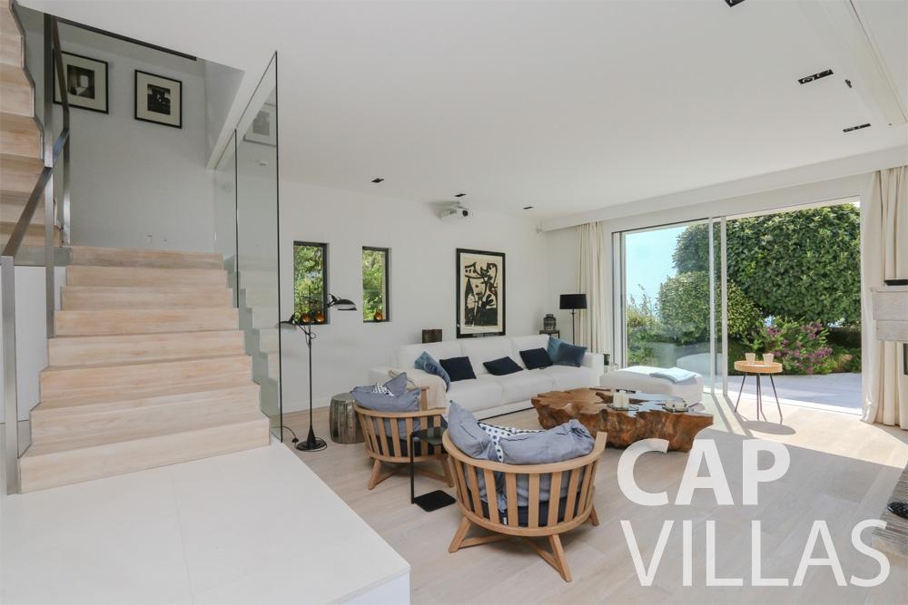 rent Villa Hyacinth villefranche living room