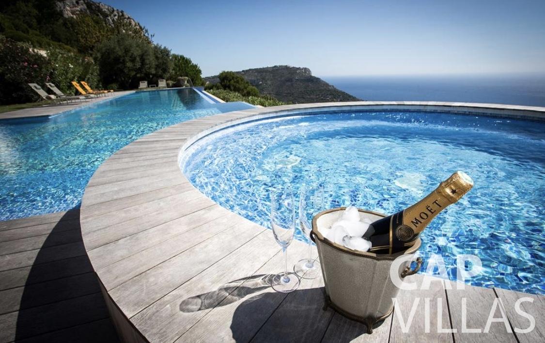 rent Villa Iris eze sur mer iris jacuzzi