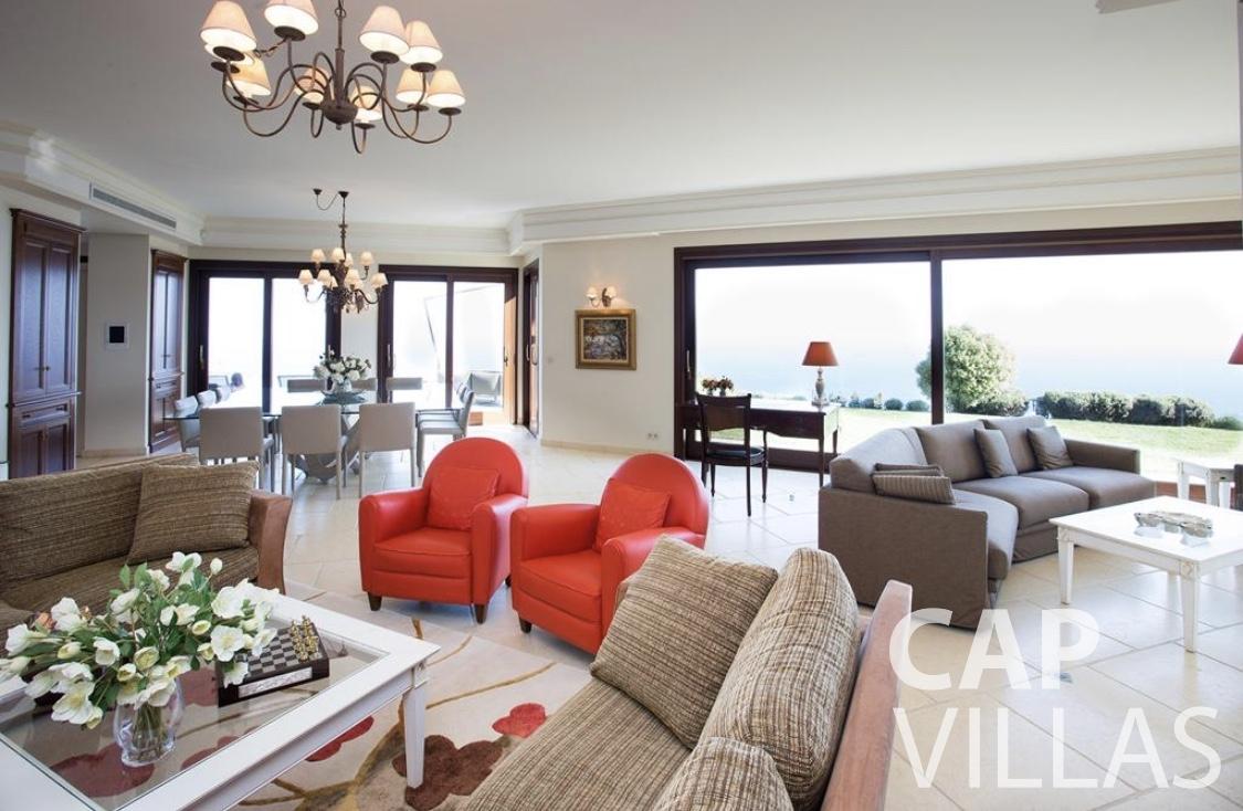 rent Villa Iris eze sur mer iris living area