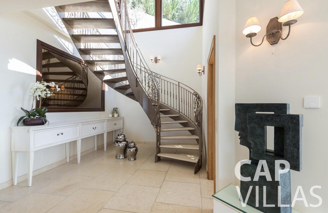 rent Villa Iris eze sur mer iris staircase